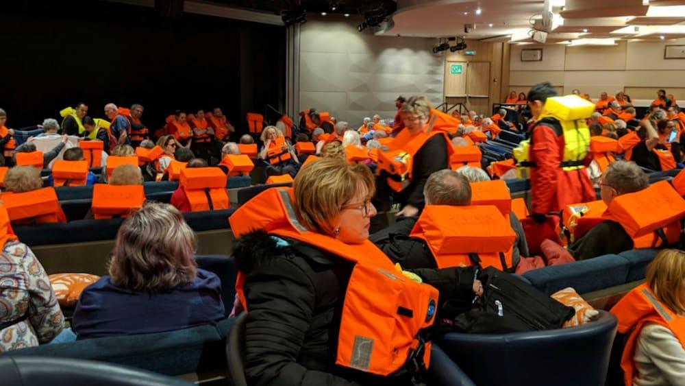 Schifffahrt-Kreuzfahrtschiff-mit-1370-Menschen-an-Bord-vor-Norwegen-in-Seenot