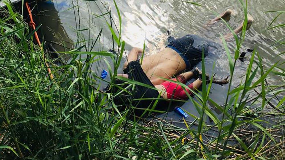 Dieses-Foto-schockt-die-Welt-Vater-und-Tochter-2-liegen-tot-in-US-Grenzfluss