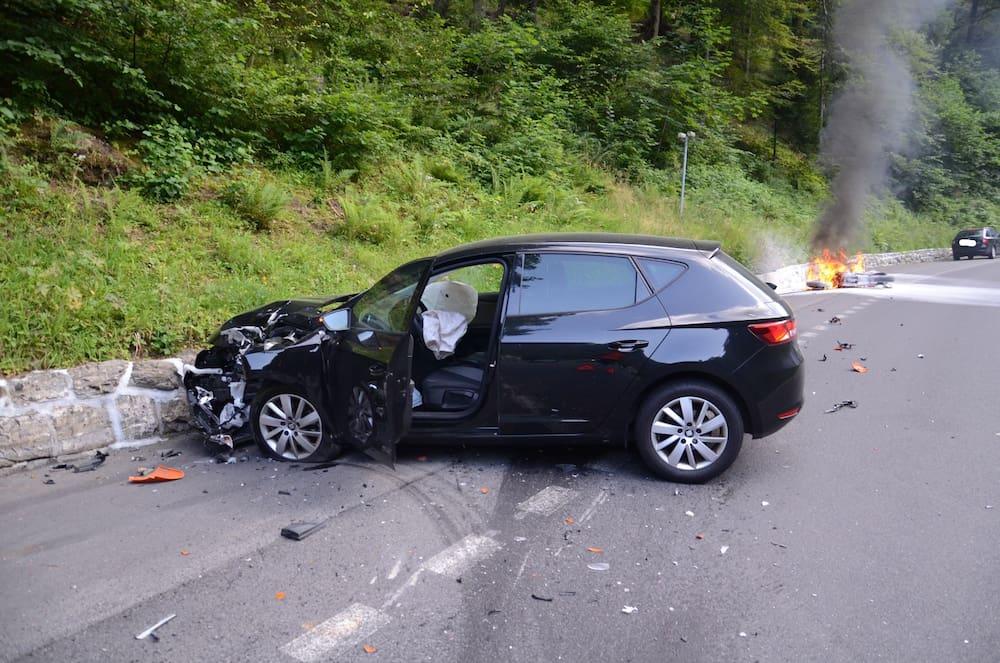 Schwerer Unfall in Engelberg : Auto prallt in Motorrad
