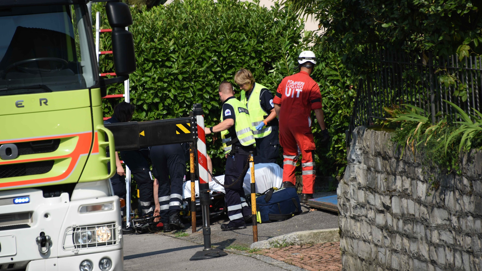 Einsatz in Lugano TI: Feuerwehr rettet Mädchen aus Lichtschacht
