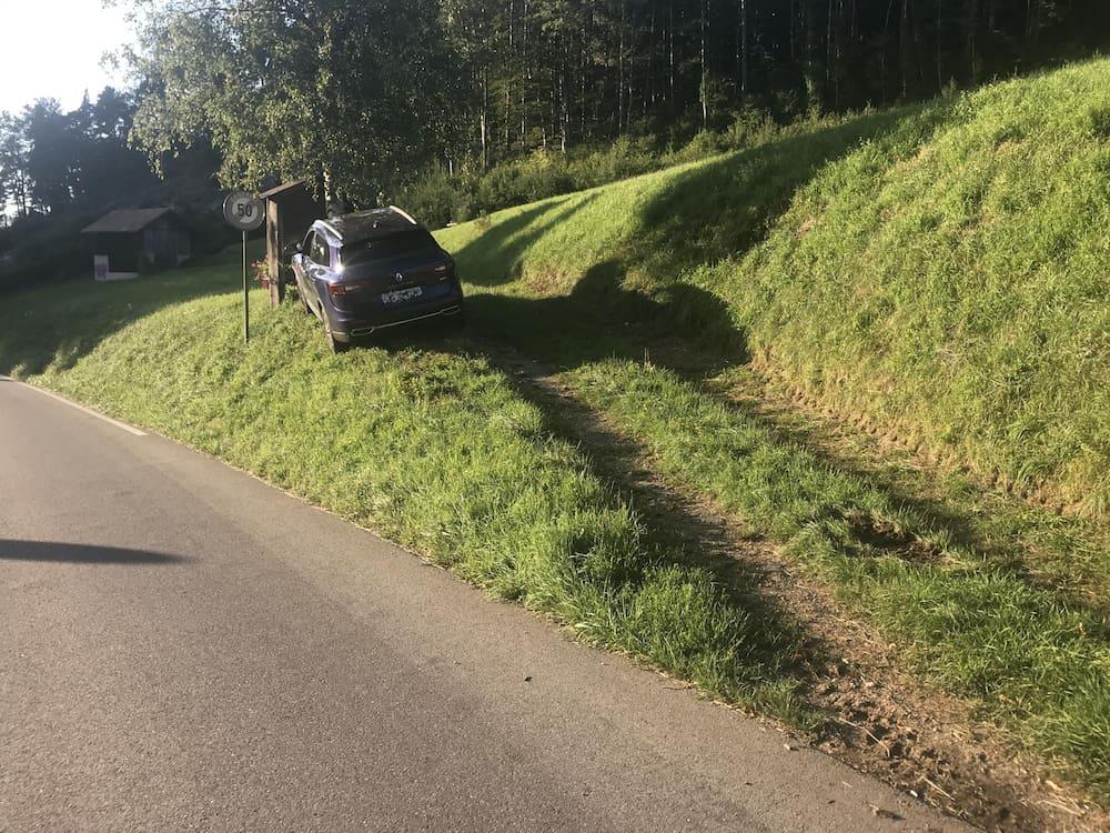 Crash in Langenbruck BL: Bekokster Autofahrer knallt in Baum