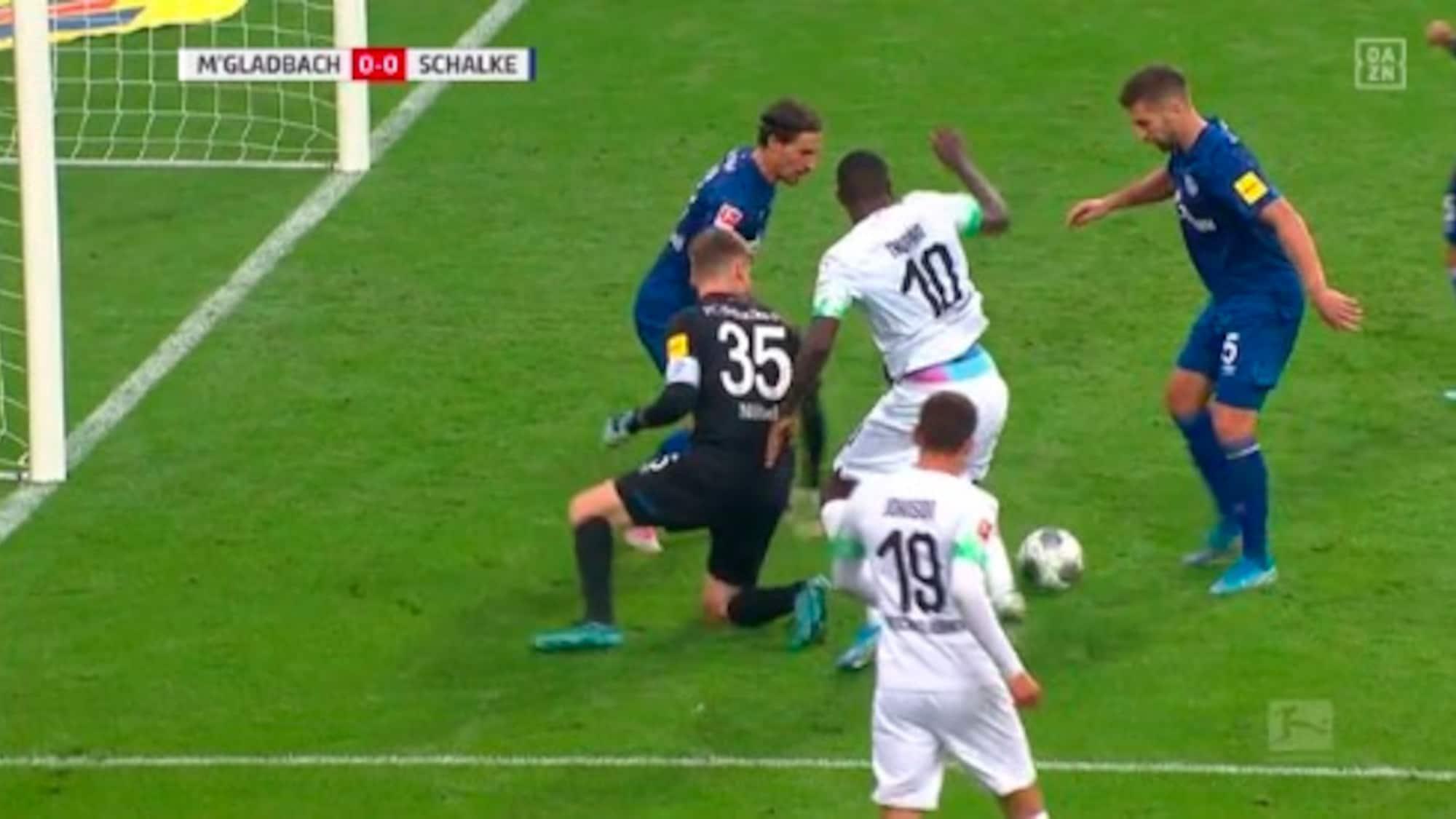 Bei Embolo-Debüt: Chaos im Schalke-Strafraum – Gladbach kann nicht profitieren