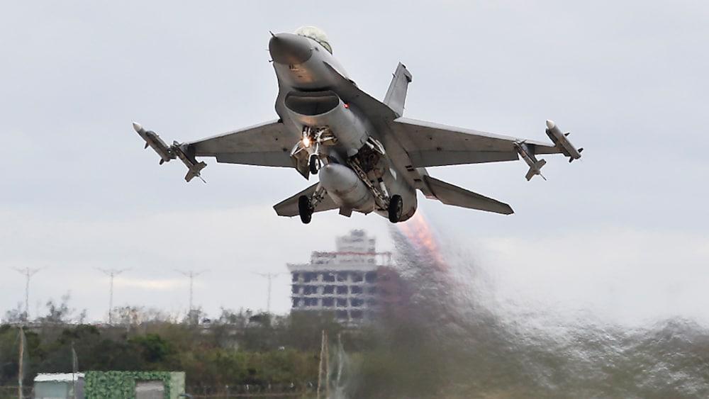 Provokation gegen China: USA liefert Kampfjets an Taiwan ...