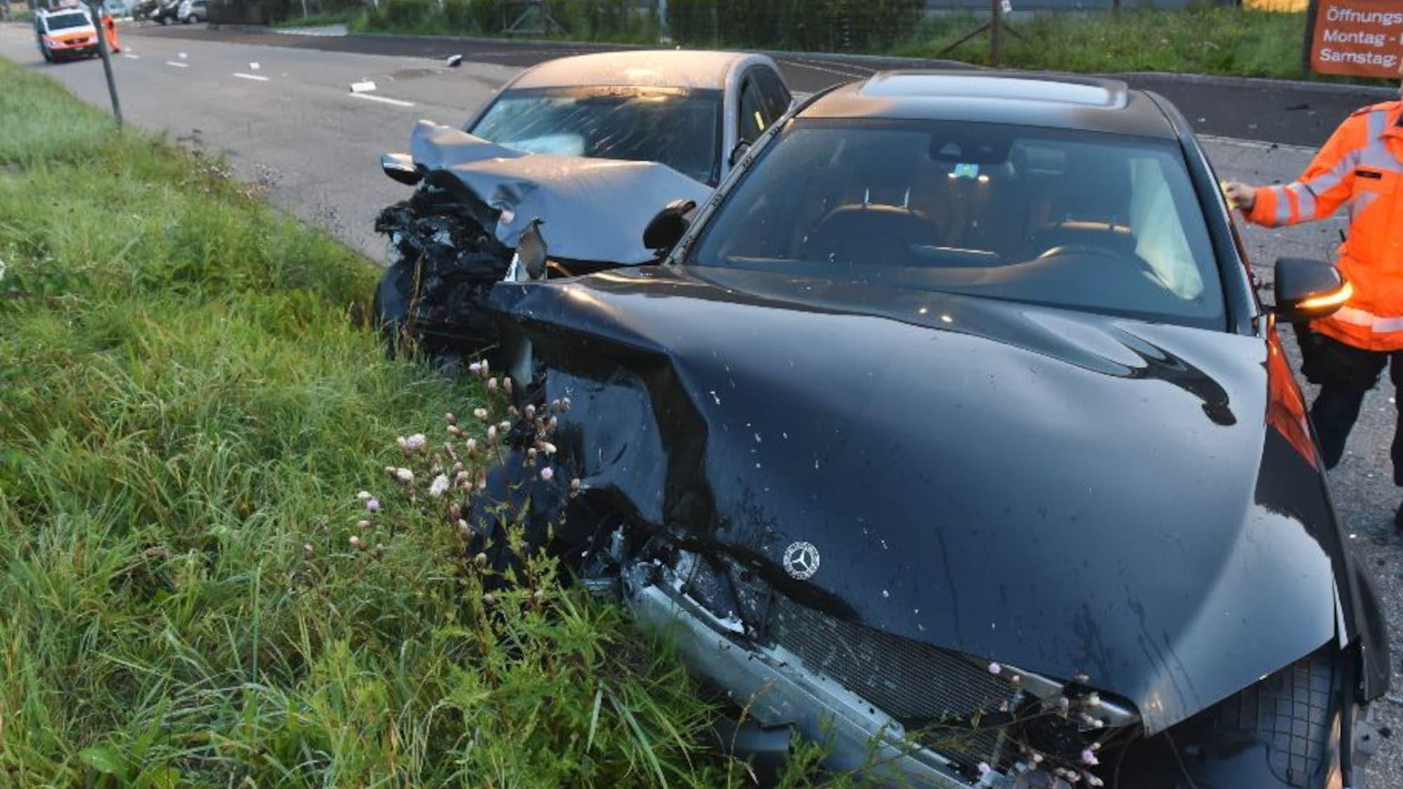 Verletzte bei Frontal-Crash in Kollbrunn ZH: 19-Jähriger fährt Mercedes zu Schrott