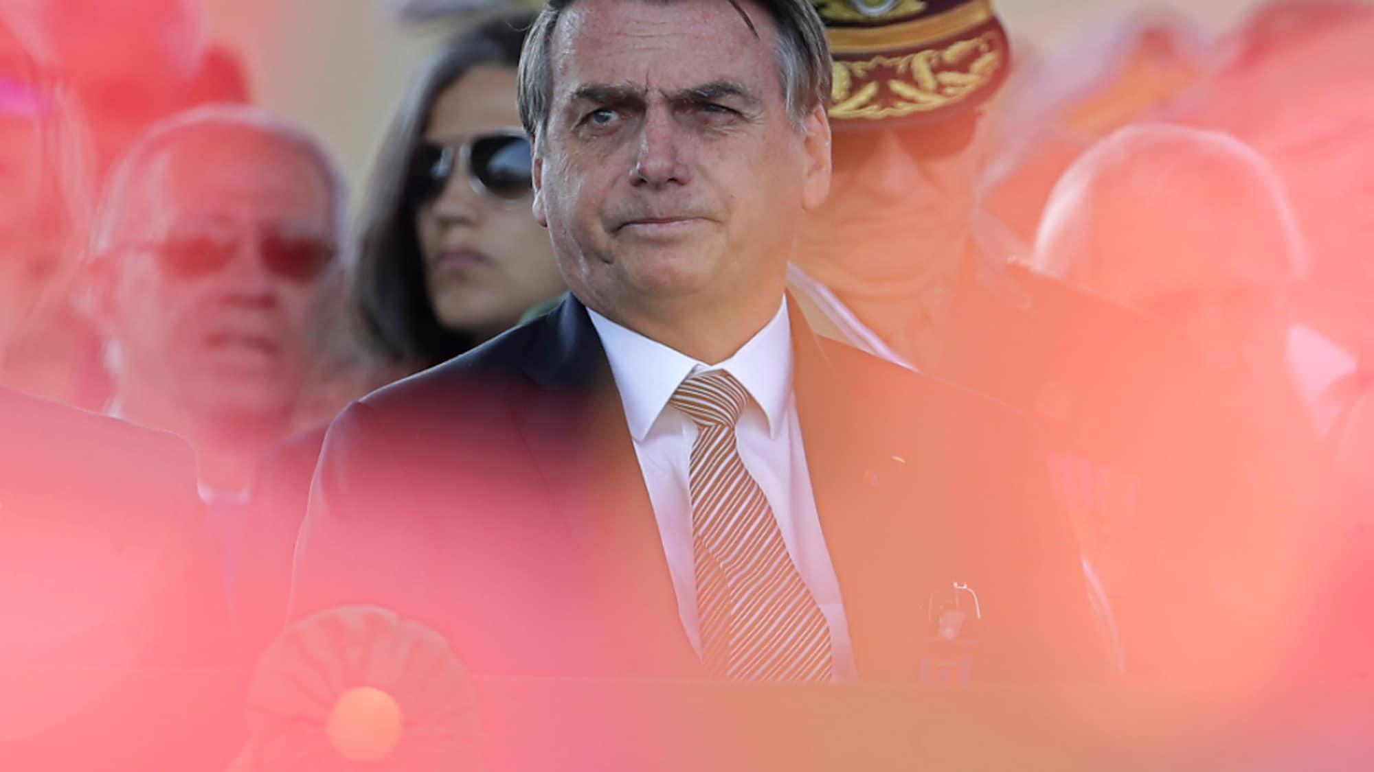 Brasilien: Unter Druck: Bolsonaro ordnet Armee-Einsatz gegen Waldbrände an