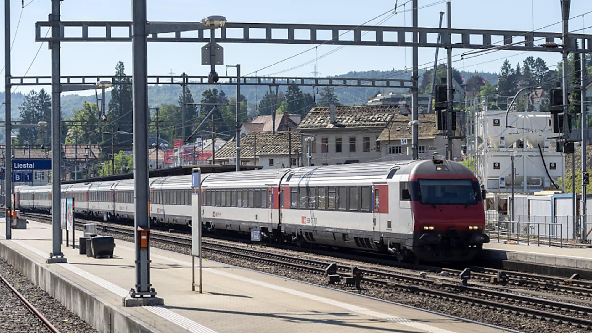 Bahnverkehr: Zug verpasst Halt in Morges VD - Fahrgäste steigen auf Schotter aus