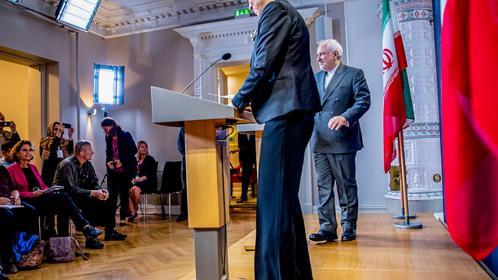 Schweden - Iran: Journalist aus Iran beantragt Asyl während Sarif-Reise in Schweden