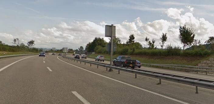 Kosovare kracht mit BMW in Leitplanke