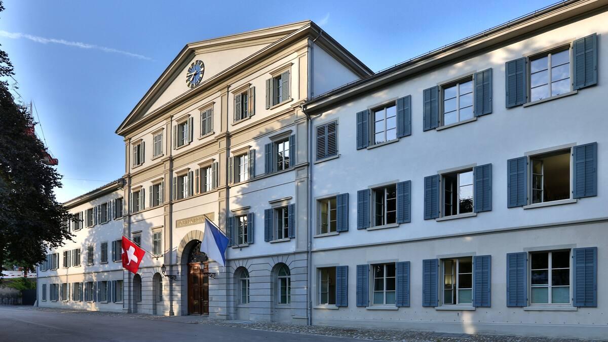 Landesverweis für in der Schweiz geborene Kosovarin (21)