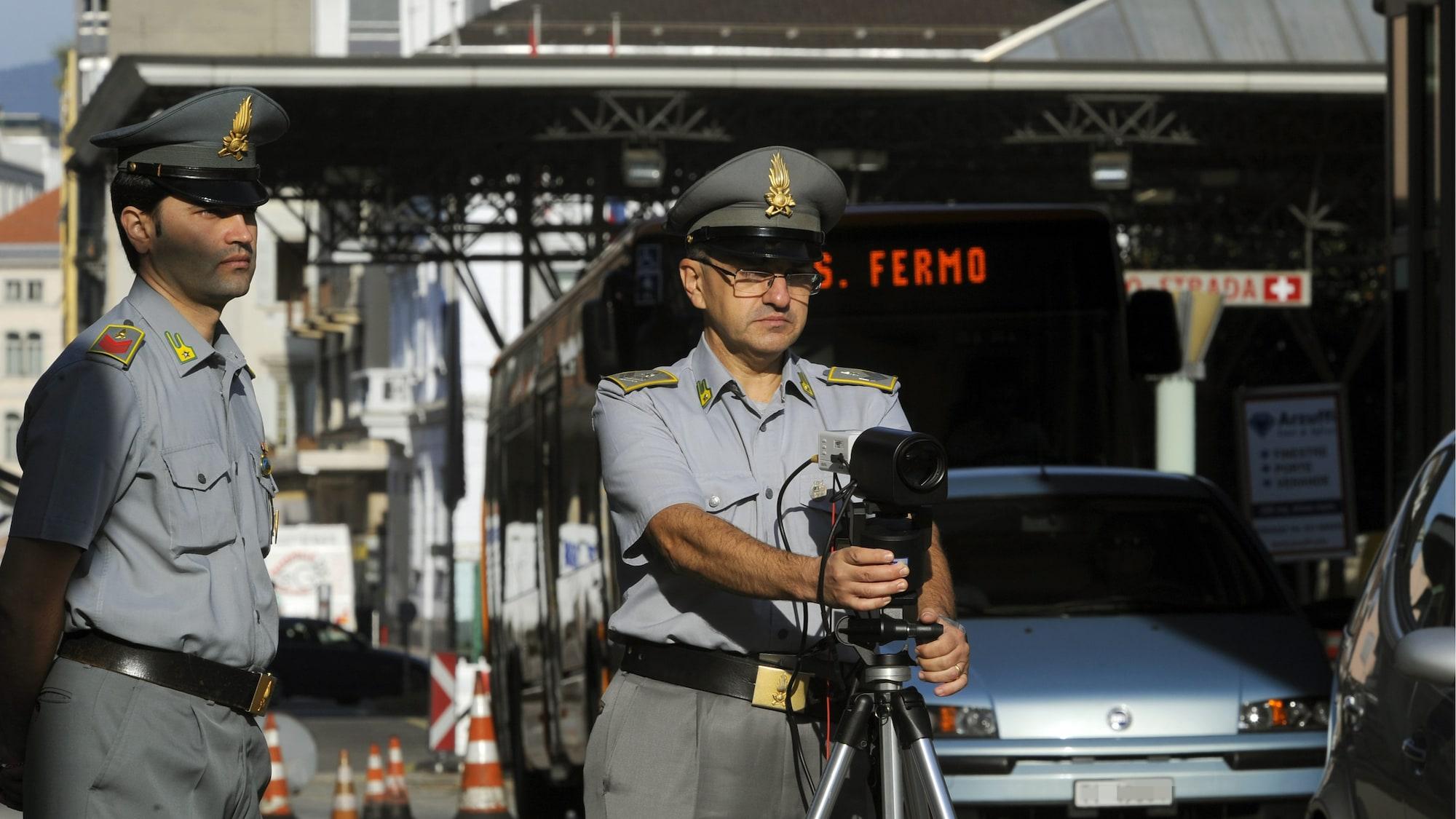 Mafiosi an Tessiner Grenze geschnappt: Bande wollte mit Scheck über 100 Mio. Euro in die Schweiz
