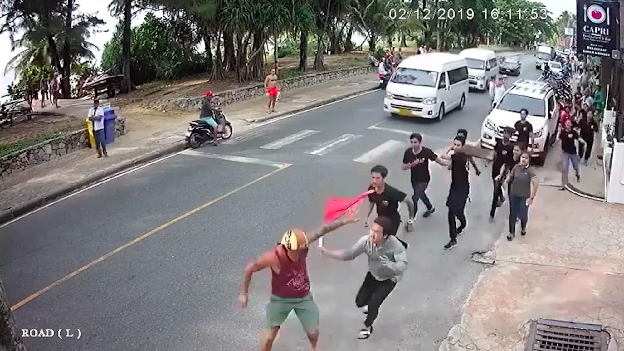 Mob auf Phuket jagt ihn davon: US-Tourist (44) beschwert sich in Thai-Restaurant über das Essen