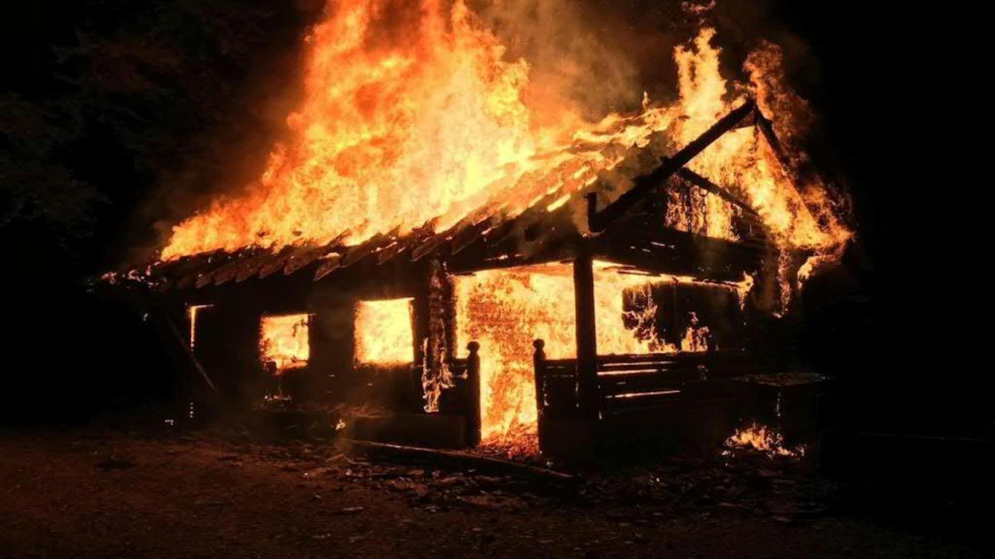 Brandstiftung: U-Haft für eine Person nach Brandstiftung in Merenschwand AG