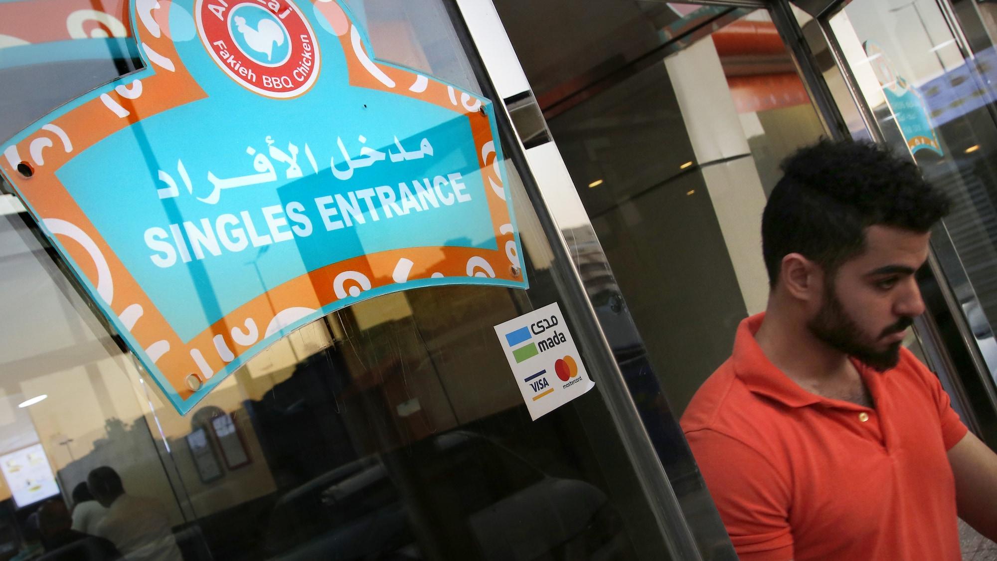 Sachte Reformen im erzkonservativen Saudi-Arabien: Frauen und Männer dürfen nun auch im Starbucks zusammensitzen