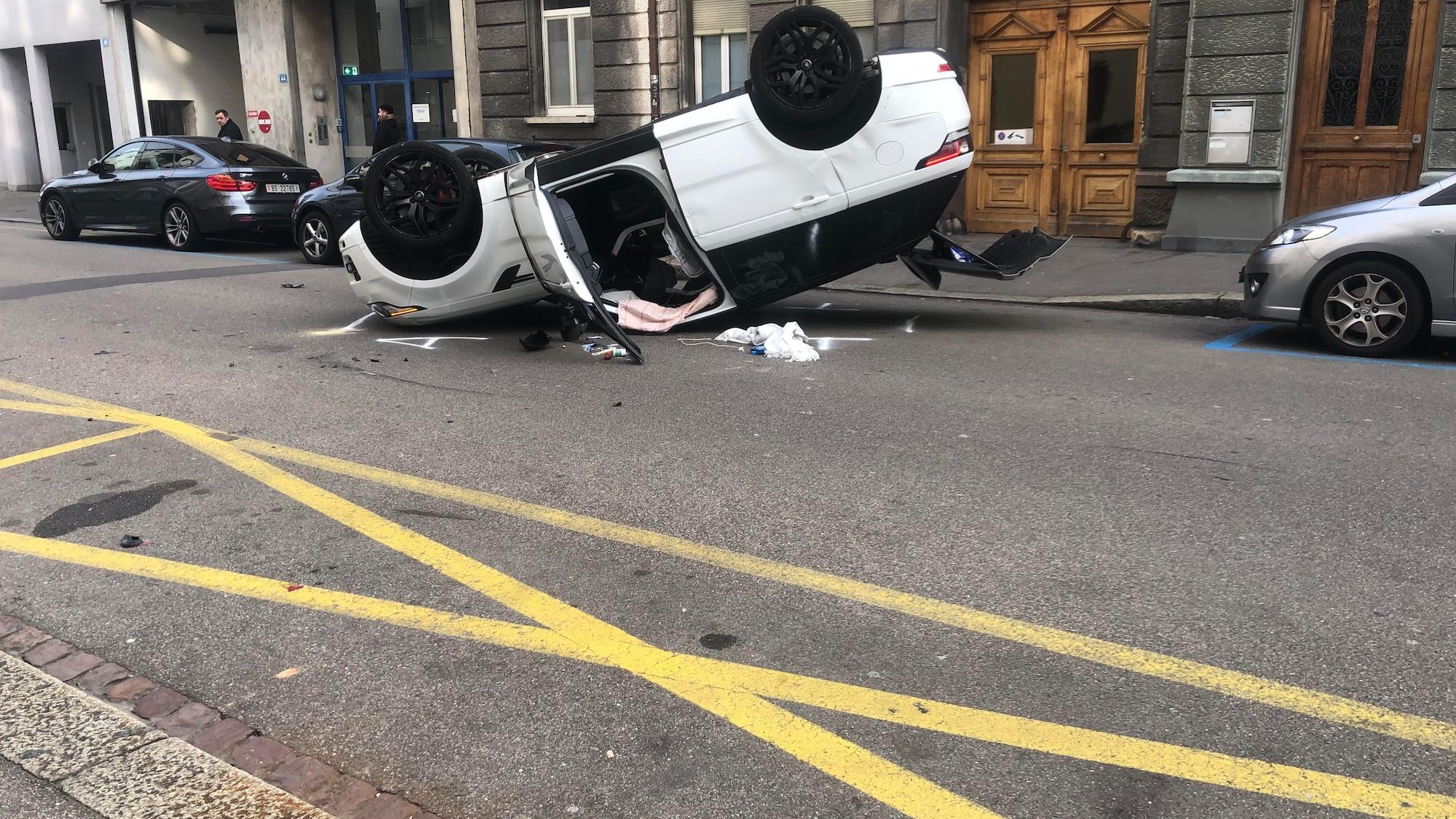 Unfall in 30er-Zone in Kleinbasel: «Es knallte, da lag das Auto schon auf dem Dach»