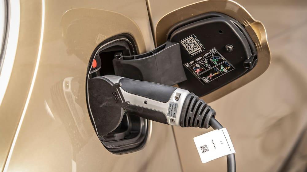 autobranchen-experten-fordern-synthetische-treibstoffe-nur-elektro-reicht-nicht