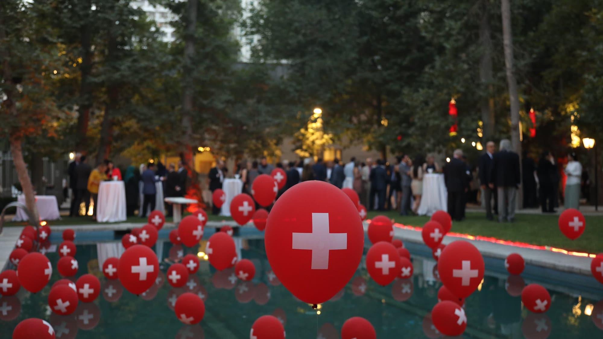Stimmungstief in Schweizer Vertretung im Iran: Botschaftspersonal fordert mehr Apéros und Happy Hours