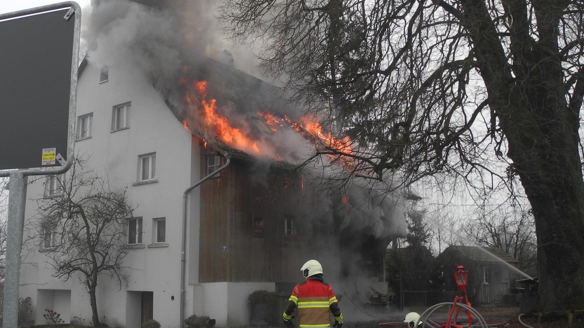 Flammen im Bauernhaus: 93-Jähriger bei Brand in Wangen SZ verletzt