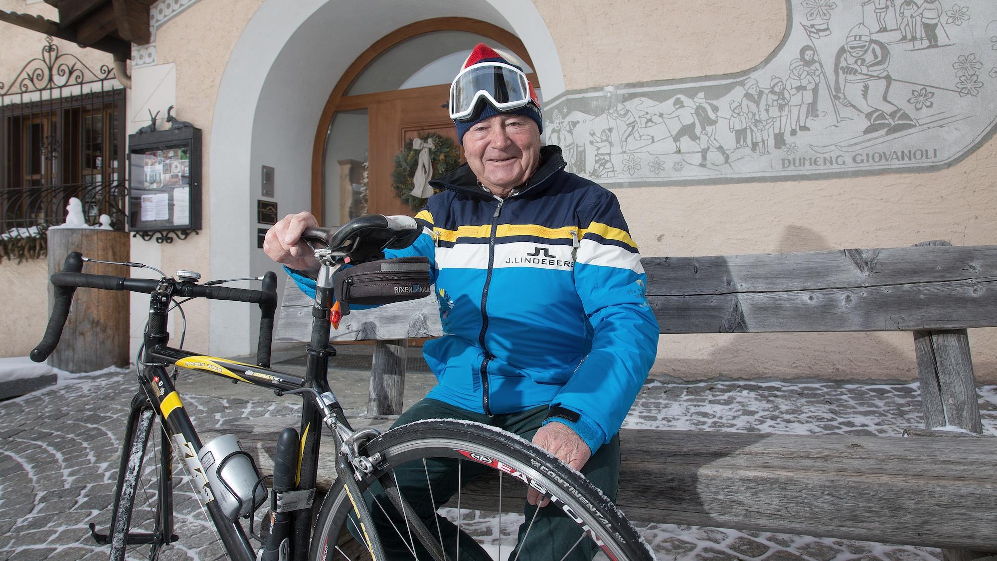 Altmeister tritt in die Pedale: Ski-Legende Giovanoli (79) muss wegen Yule Wette einlösen