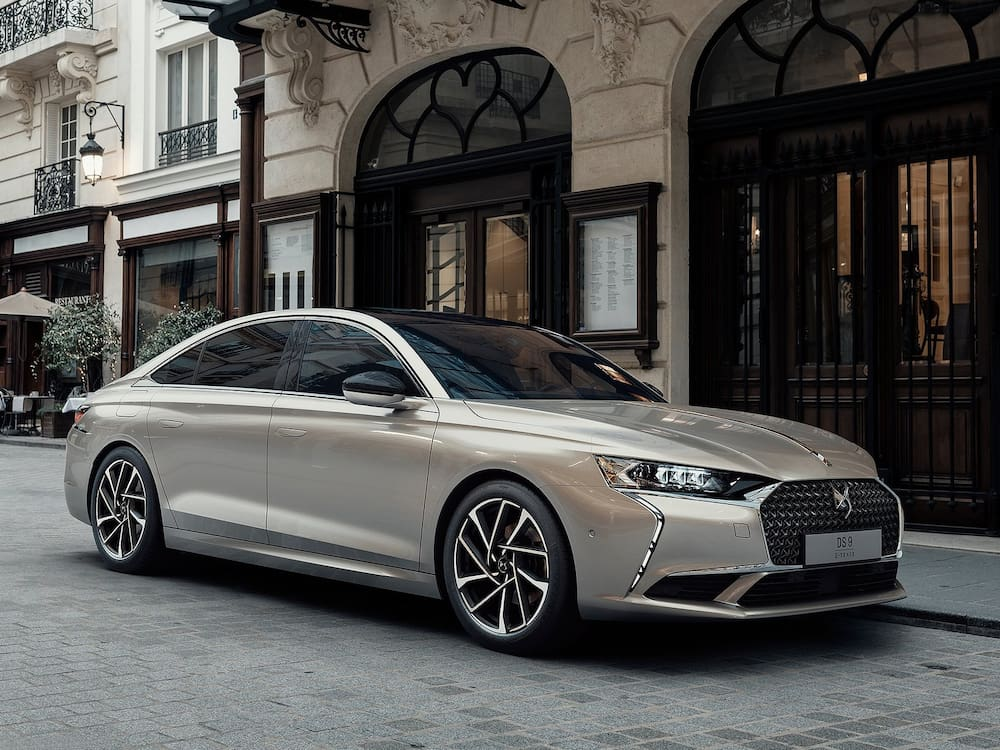 The DS 9 from DS, the Citroën noble daughter in the PSA group, is a proud 4.93 meters long and extremely elegant.