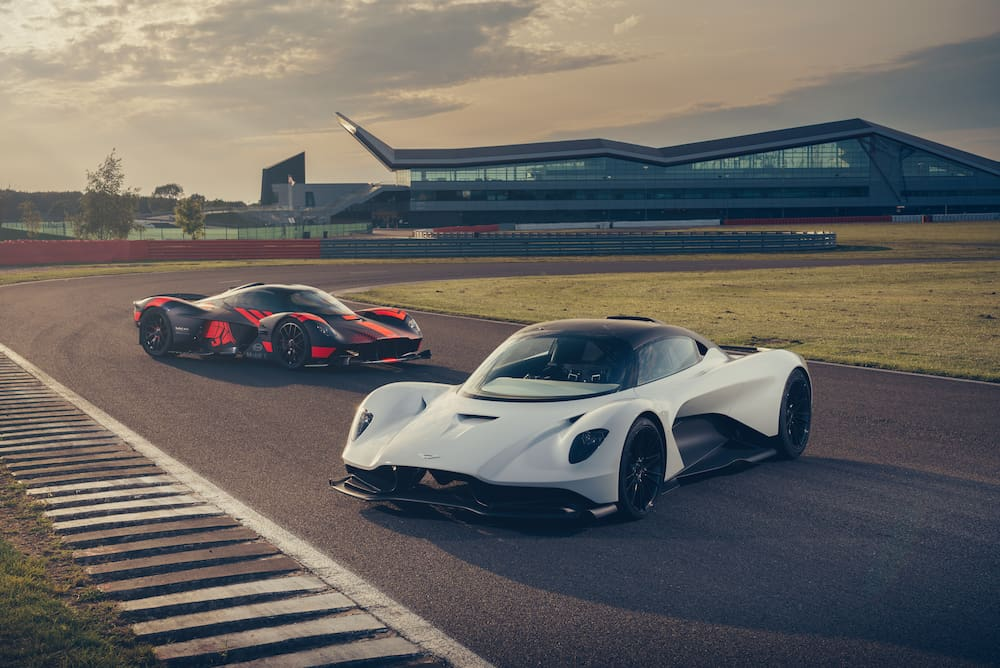 The Valkyrie (h.) And the Valhalla on the Silverstone race track (GB).