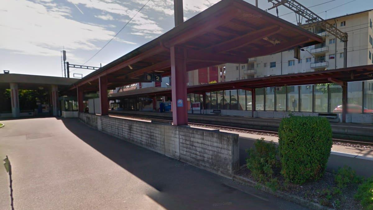 Am Bahnhof Neuenhof AG: Mann mit Atemschutzmaske überfällt Kiosk