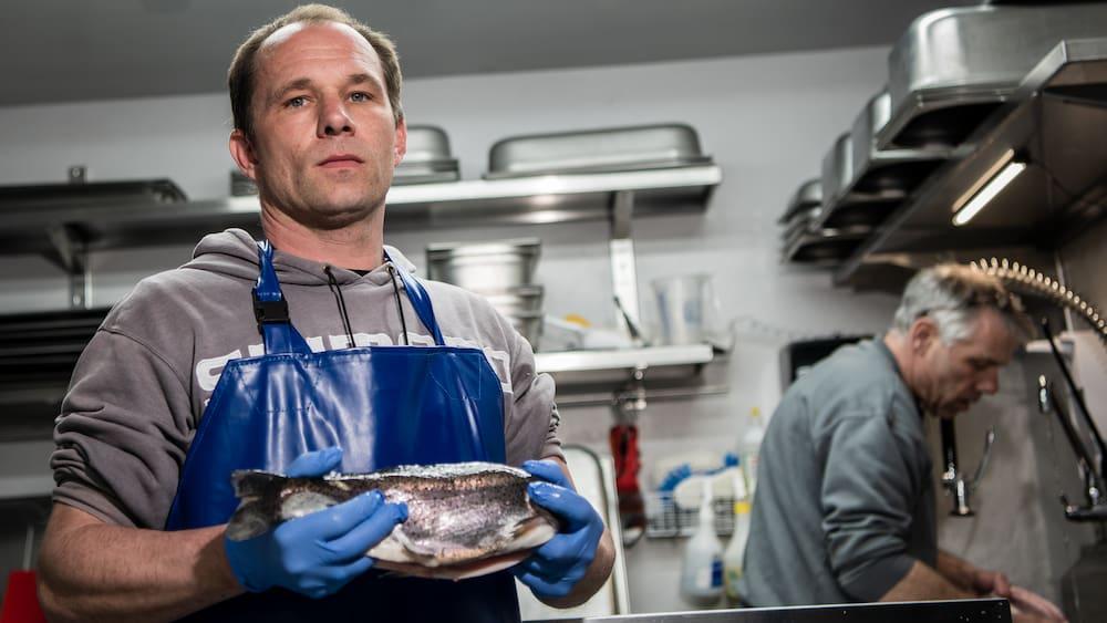 Diebe klauen in Aesch LU über 500 Kilo Forellen - Blick