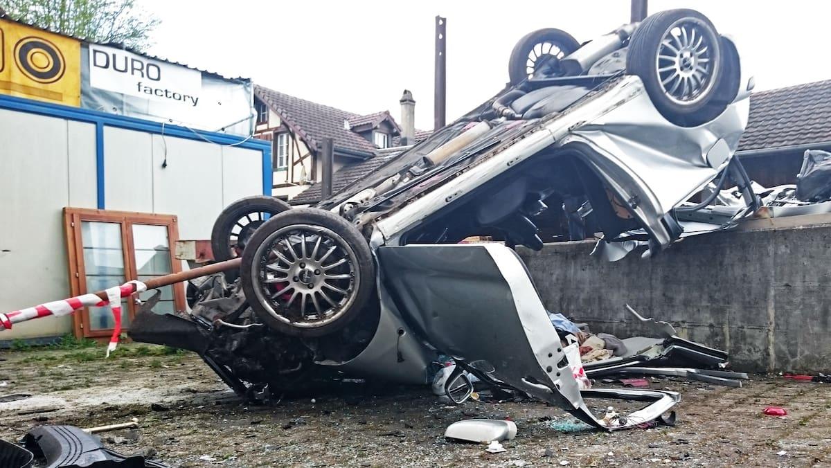Ihr Freund (†24) starb bei Horror-Crash in Gontenschwil AG: Betrunkene Raserin (19) kracht in Hauswand – verurteilt