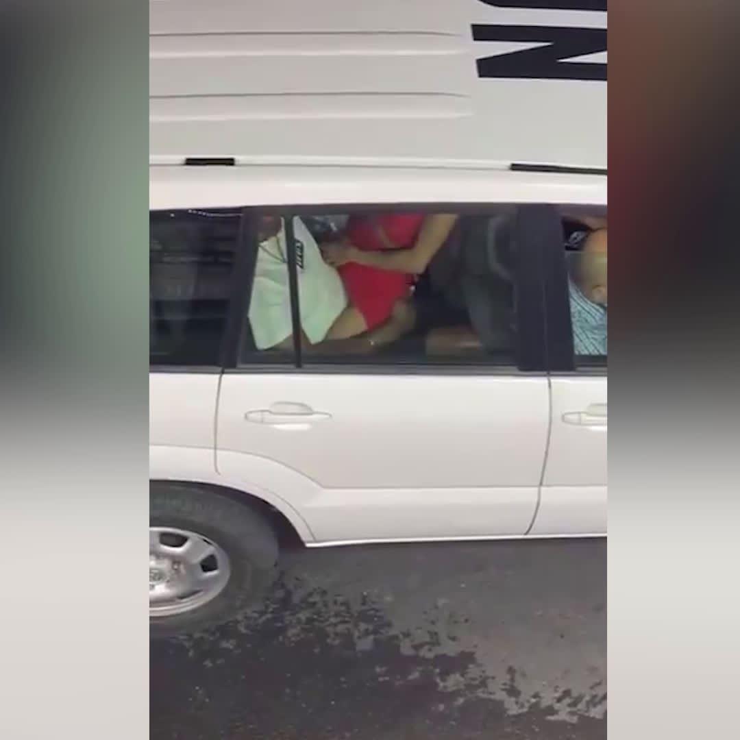 Uno-Mitarbeiter beim Sex im Dienstauto gefilmt
