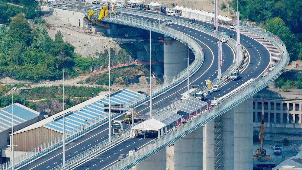 Genua weiht neue Autobahnbrücke mit Schweigeminuten ein