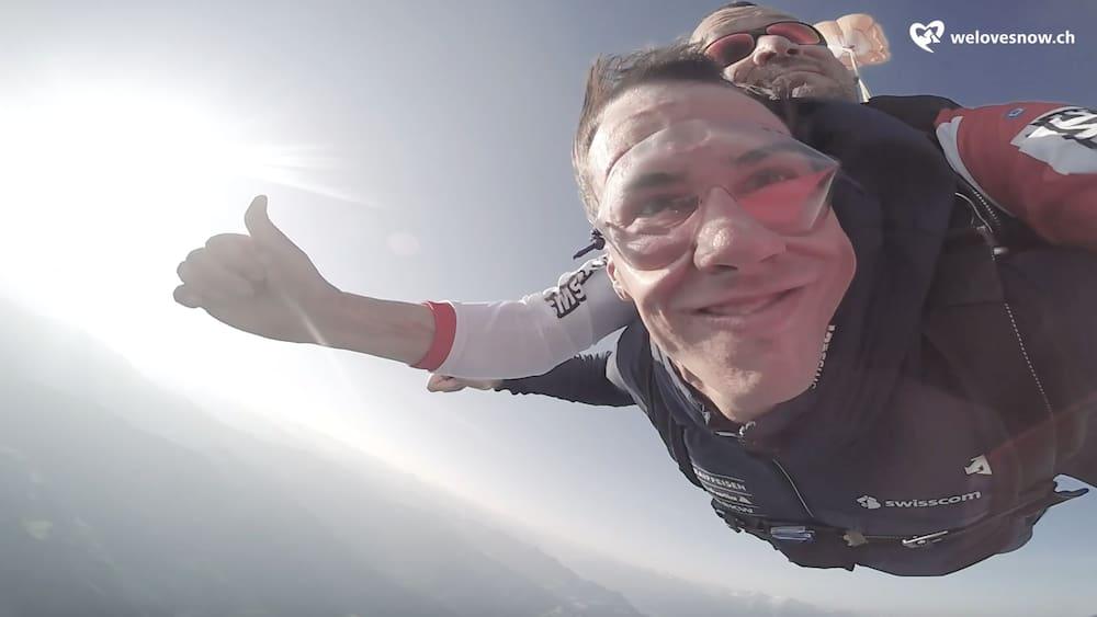 Ski-Star-im-freien-Fall-So-haben-Sie-Ramon-Zenh-usern-noch-nie-gesehen