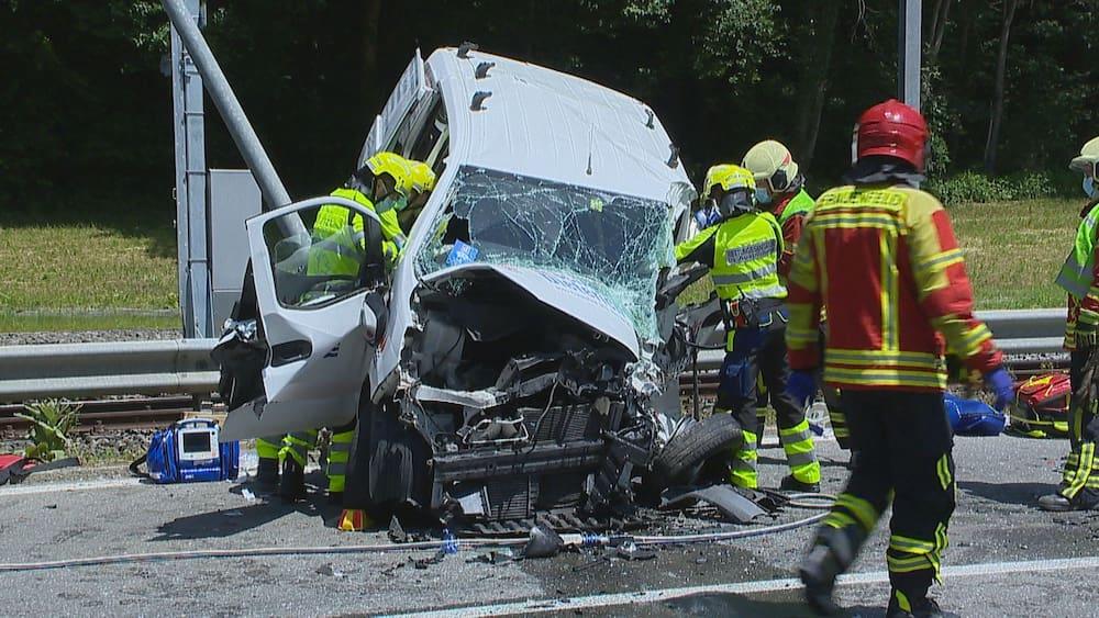 Frauenfeld: Lieferwagen gerät in Gegenverkehr - Lenker schwer verletzt