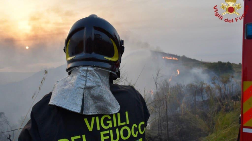 Vigili del Fuoco/dpa - ACHTUNG: Nur zur redaktionellen Verwendung im Zusammenhang mit der aktuellen Berichterstattung und nur mit vollständiger Nennung des vorstehenden Credits