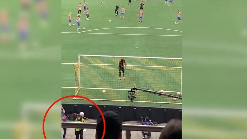 Hier schiesst Cristiano Ronaldo die Ordnerin ab