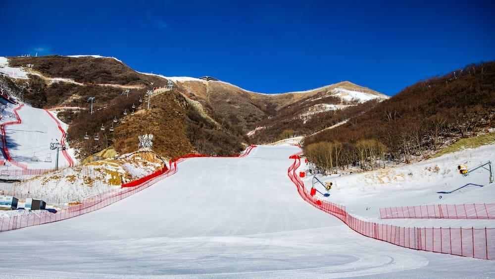 W-ste-Gobi-bedroht-Skirennen-Sand-Alarm-auf-der-Olympia-Piste-in-Peking