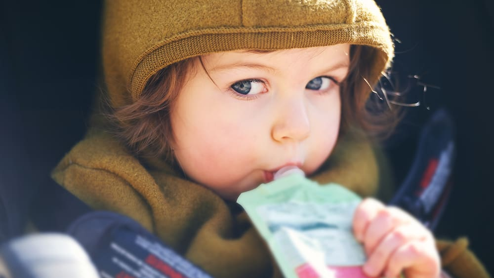 Fruchtbrei aus Beuteln für Kinder: So schädlich sind Quetschies!