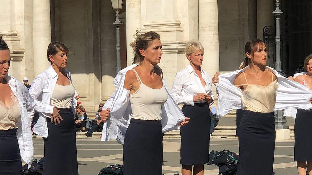 Protest-Aktion in Italien: Hier strippen Stewardessen für ihren Job