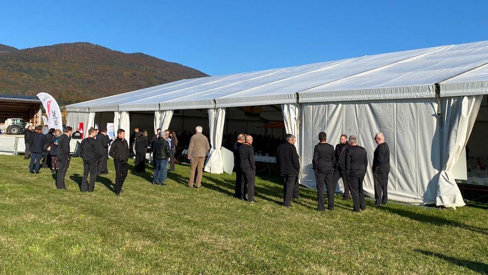 SVP-Delegiertenversammlung: Ohne Zertifikatspflicht und im offenem Zelt