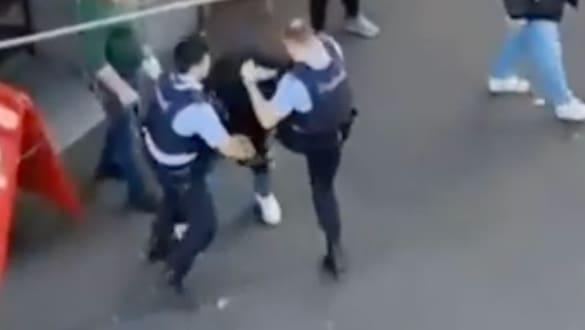 Brutalo-Verhaftung in Zürich: Polizisten verhaften Betrunkenen mit Schlag