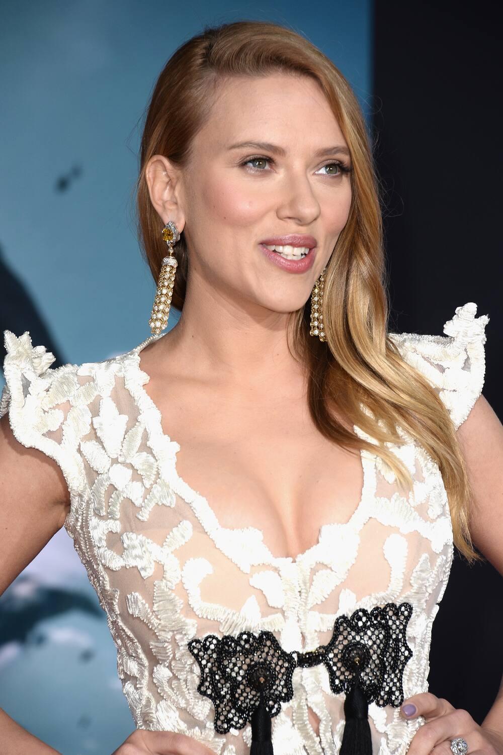 Scarlett Johansson nackt: Angezogen sieht sie besser aus