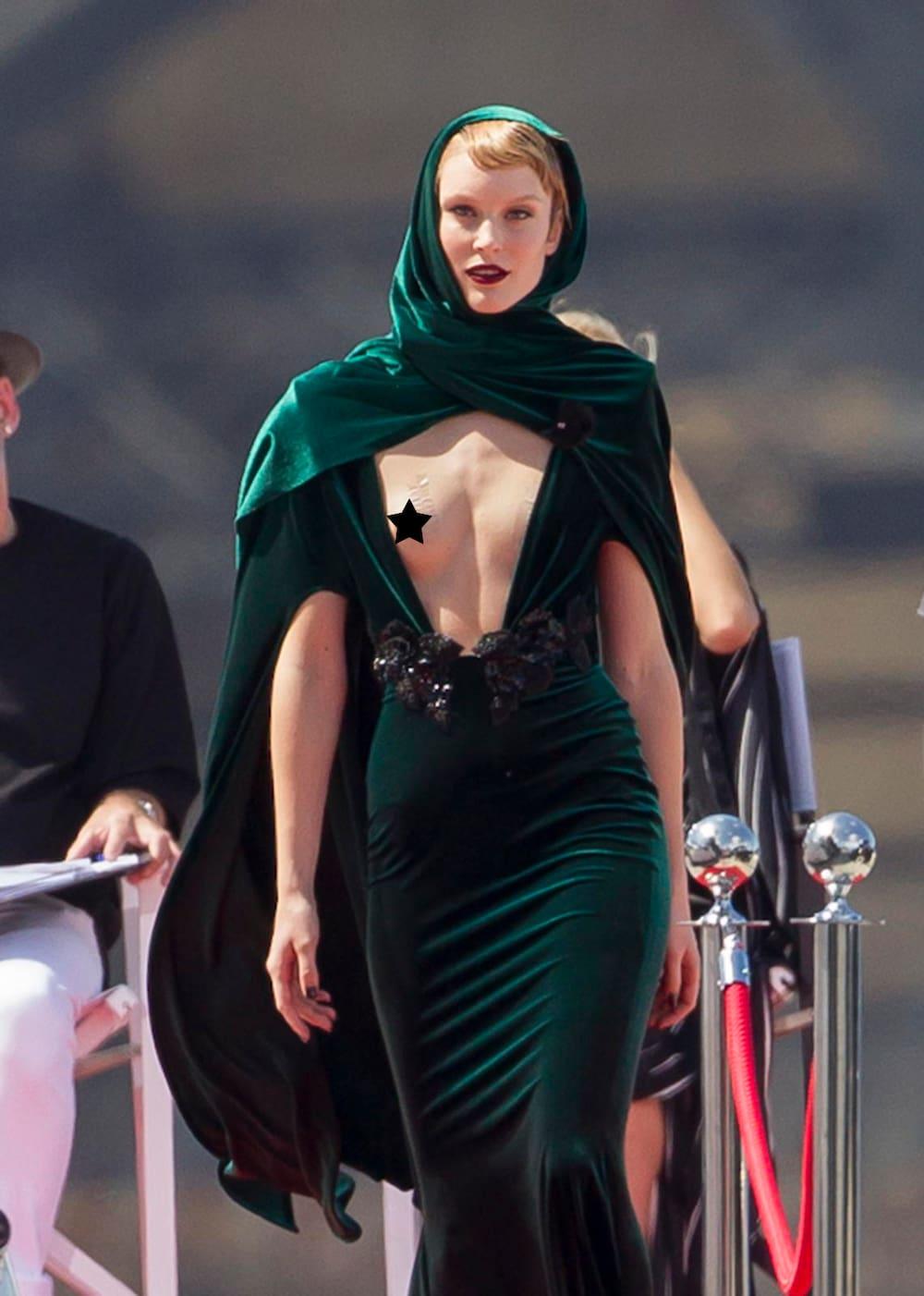 «GNTM»-Siegerin Kim Hnizdos Kleid entwickelt erneut ein