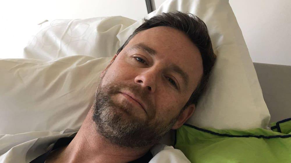 Schulterbruch: Nik Hartmann nach Velo-Unfall im Spital - Blick