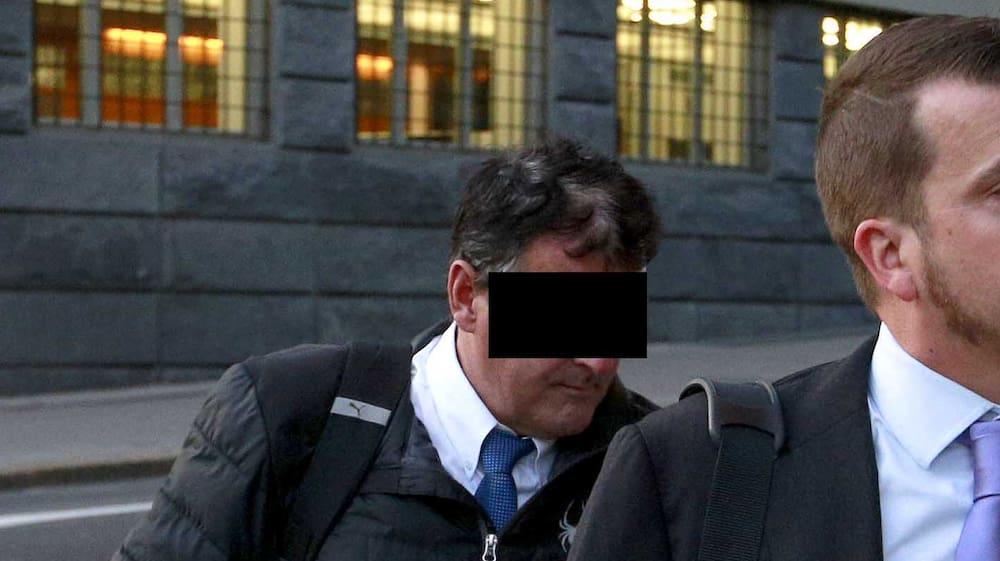 Hanspeter B 53 Soll 156 Millionen Von 29 Geschädigten Ergaunert