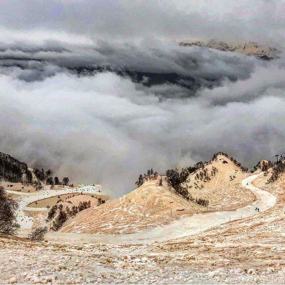 Wegen Sahara Staub Orange Schnee Pisten In Sotschi Blick