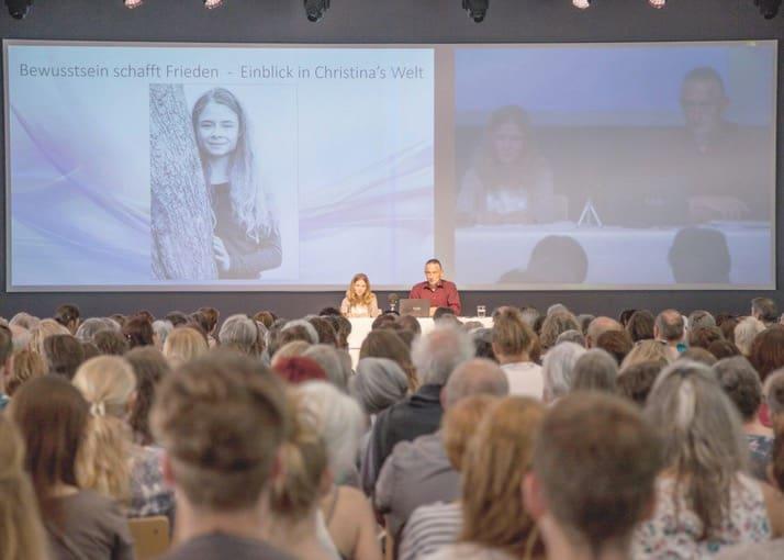 Guru Christina Von Dreien Der Star Der Esoterikszene Ist 17 Blick