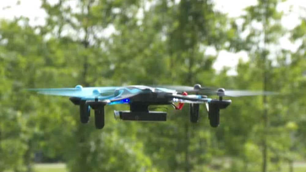 quadrocopter mit kamera der grosse drohnen test blick. Black Bedroom Furniture Sets. Home Design Ideas