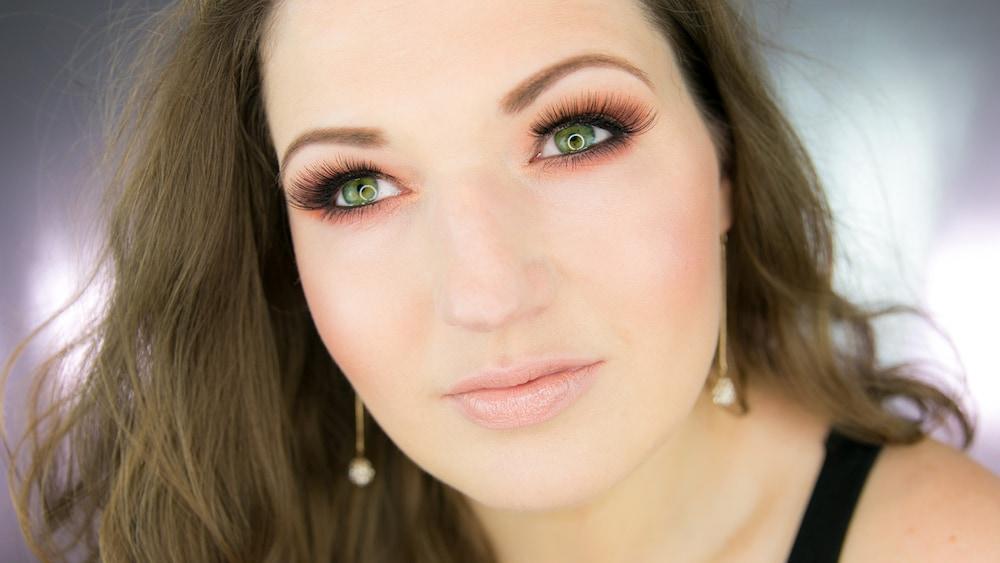 Wie Schminkt Man Grüne Augen Schritt Für Schritt Anleitung Blick